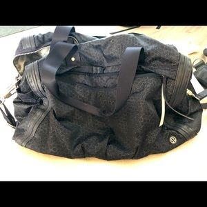 Lululemon duffel bag in excellent condition